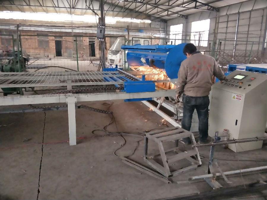 养殖网排焊机:全自动养殖网焊网
